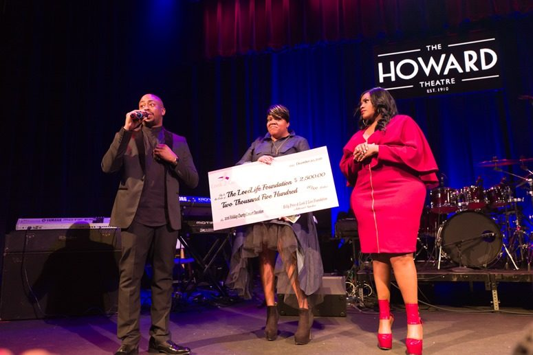 Raheem DeVaughn Accepts Monetary Donation From Kelly Price and Gabby Sands. Photo Credit: Tony Mobley for The LoveLife Foundation