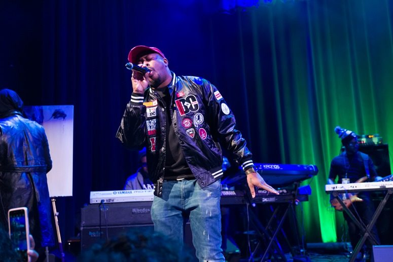 The CrossRhodes (aka Raheem DeVaughn and Wes Felton) take fans down memory lane with classics. Photo Credit: Tony Mobley for The LoveLife Foundation
