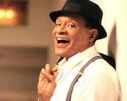 Classic Soulman Al Jarreau Preps First Ever Holiday Album