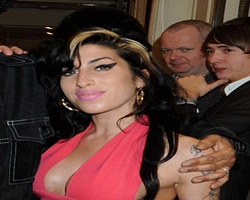 Amy Winehouse Ordered To Rest After Holiday Collapse