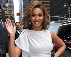 Beyonce In A Box: Premieres 'Halo' and 'Diva' Videos !