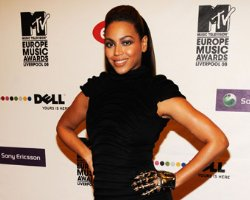 "Beyonce's ""Boy"" Beats Britney, Star Attacked For 'Stealing' Another Song"