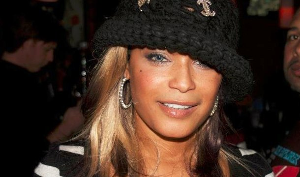 'Hit 'Em Up Style' Singer Blu Cantrell Goes Crazy in The Streets, Taken In For Psych Evaluation