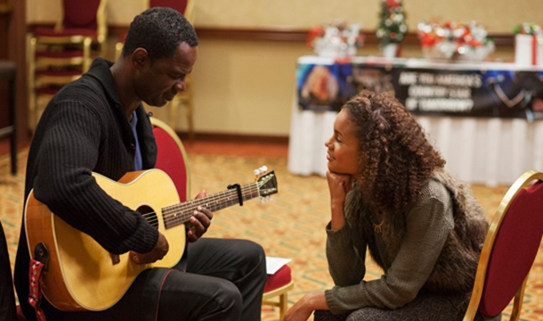 First Look: Brian McKnight in Lifetime's 'A Country Christmas Story'