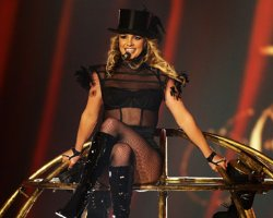 Britney Spears Lands 'Double Record,' Reaction To MTV and X Factor