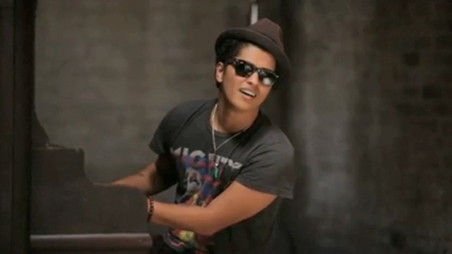 Bruno Mars – The Other Side Feat. Cee Lo Green & B.o.B