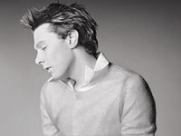 American Idol Runner-Up Clay Aiken Ruffed Up By Female Passenger