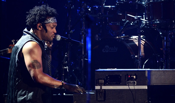 BET AWARDS 2012: D'Angelo Makes Funky Return