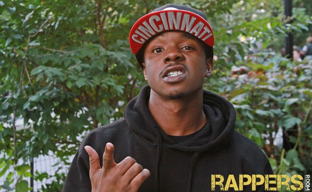 Rappersroom TV: Easy Lantana Freestyles in Union Sqaure (NYC)