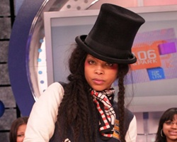 Erykah Badu All 'Smiles' Over Baby Bump