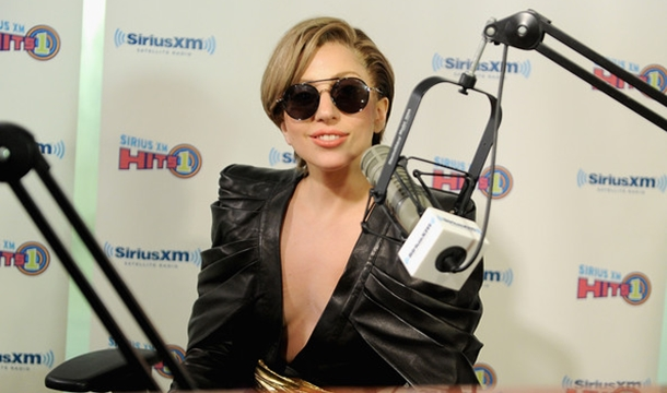 Lady Gaga To Open VMAs With 'Applause' Single