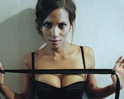 The Alternative: Halle Berry Vows To Keep Paparazzi Away From Nahla
