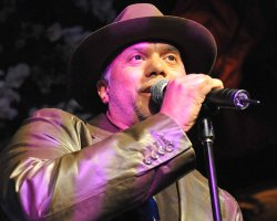 Howard Hewett Taps Stevie Wonder For 'Christmas' Album