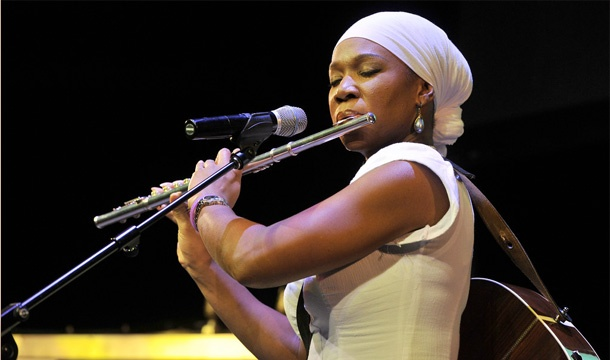 India.Arie Gives an Uplifting Performance in the Big Apple