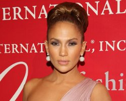 Jennifer Lopez Inks 'First Look' With NBC/Universal