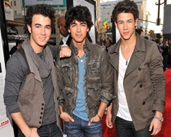 Jonas Brothers Paranoid and Trying Via Summer Disc