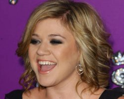 Kelly Clarkson Returns With 'All I Ever Wanted'