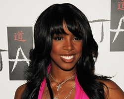 Fan Throws Hat at Kelly Rowland While Performing