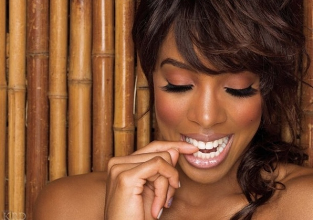 2011 MEMORABLE MOMENTS: Kelly Rowland Blows Up (4 of 10)
