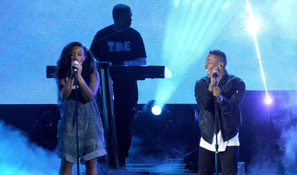 "Kendrick Lamar Performs ""Drank"" and ""Poetic Justice"" at 2013 AMAs"