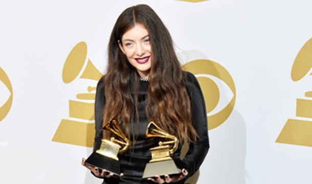 Lorde Slams Press: 'Media Almost Pushed Family Over' For Pictures, 'It Just Sucks'
