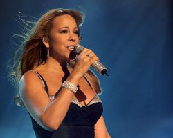 Mariah Scraps Tour, In Favor of Baby Bump?