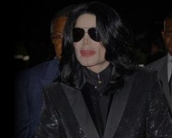 Michael Jackson Returns To Hollywood, Inks Deal For New Home