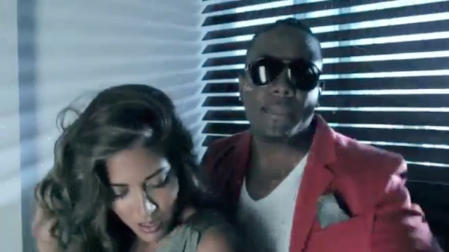 Qwote – Throw Your Hands Up (Dancar Kuduro) Feat. Pitbull & Lucenzo