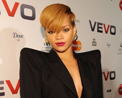 Rihanna and Chris Brown Triple Dip In MTV