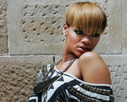 Can She Do It Again ? – Rihanna Shoots 'Rehab' Video With Justin