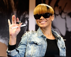 BREAKING NEWS: Rihanna 'OK' After Collapsing At Concert With Chris Brown (Video)
