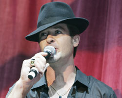 Robin Thicke Takes 'Magic' On The Road