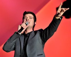 Robin Thicke Sets 'Sweet' End of Year Tour