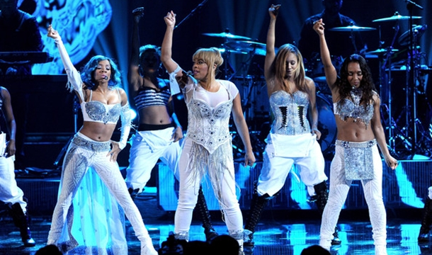 TLC and Lil Mama Surprise With 'Waterfalls' at AMAs 2013
