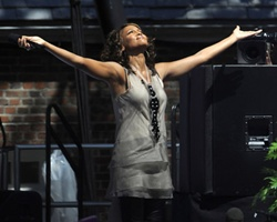 Top 10 Moments of 2009: #2 Whitney Houston 'Survived My Darkest Hour'