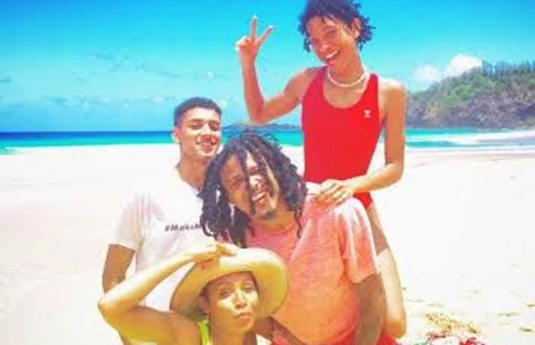 Who Knew!? August Alsina Becomes Close With The Smith Family, Vacays In Hawaii