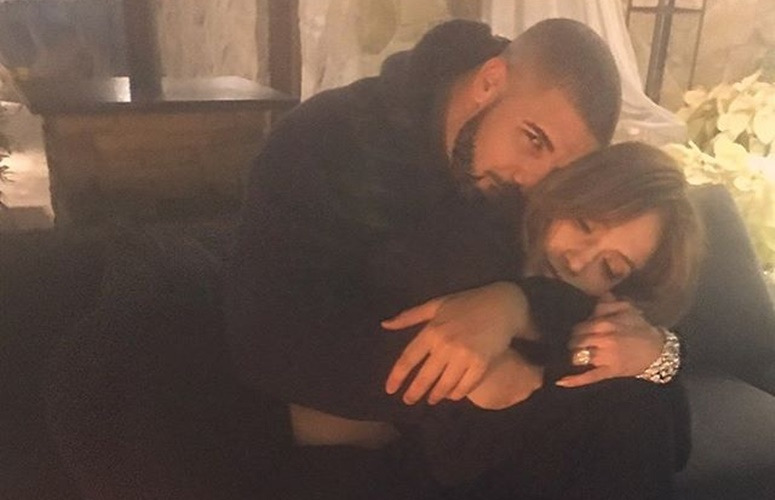 Jennifer Lopez and Drake Debut New Song, Kiss at Vegas Event (Video)