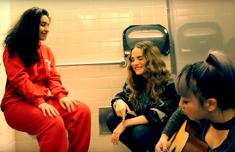 jojo-alessia-cara-jinjoo-perform-bathroom-stall