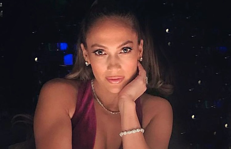 Watch Jennifer Lopez's Taped New Year's Eve Performance; Spotted Rocking Drake's Chain
