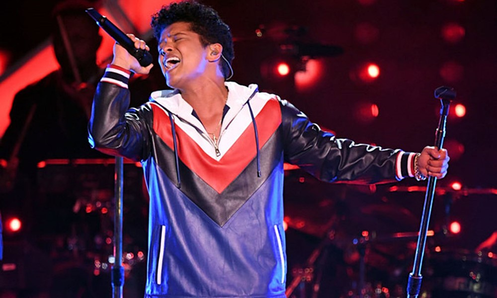 Bruno Mars Brings The 90s R&B Sound To The 2017 Grammys