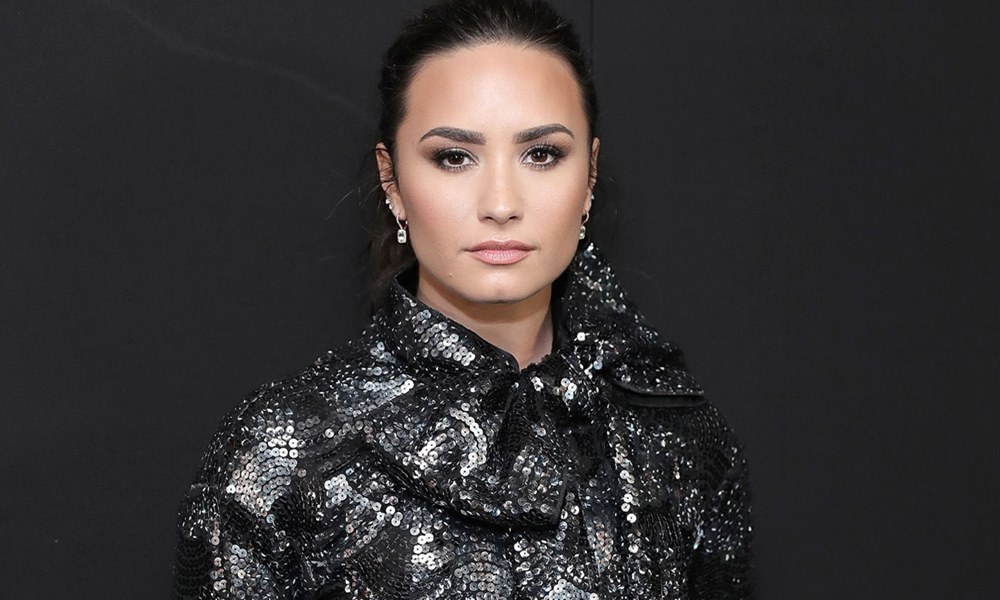 Demi Lovato To Sing National Anthem At Mayweather/McGregor Fight