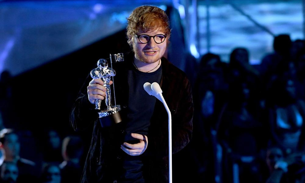 "Ed Sheeran Performs ""Shape of You"" and Wins 'Artist Of The Year' at 2017 MTV VMAs"