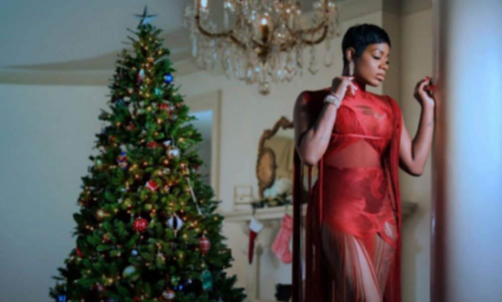 Fantasia Readies First Holiday Album, 'Christmas After Midnight'; Requests Prayer For Her Brother