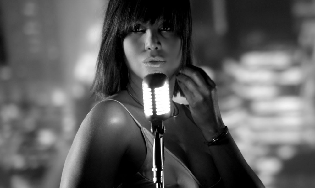 """Toni Braxton Delivers Sexy Video For """"Deadwood"""" Single"""