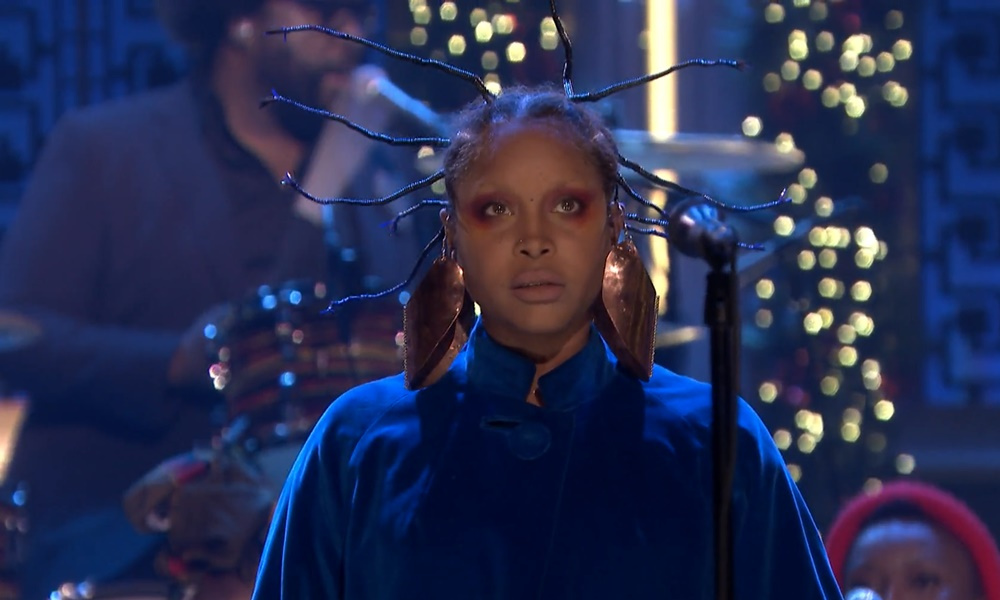"Erykah Badu Performs ""On & On"" & Fela Kuti's ""Sorrow Tears and Blood"" on Fallon"