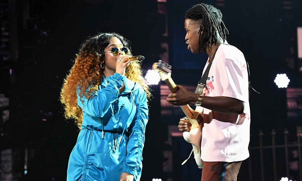 Watch H.E.R. & Daniel Caesar Perform 'Focus' and 'Best Part' at 2018 BET Awards