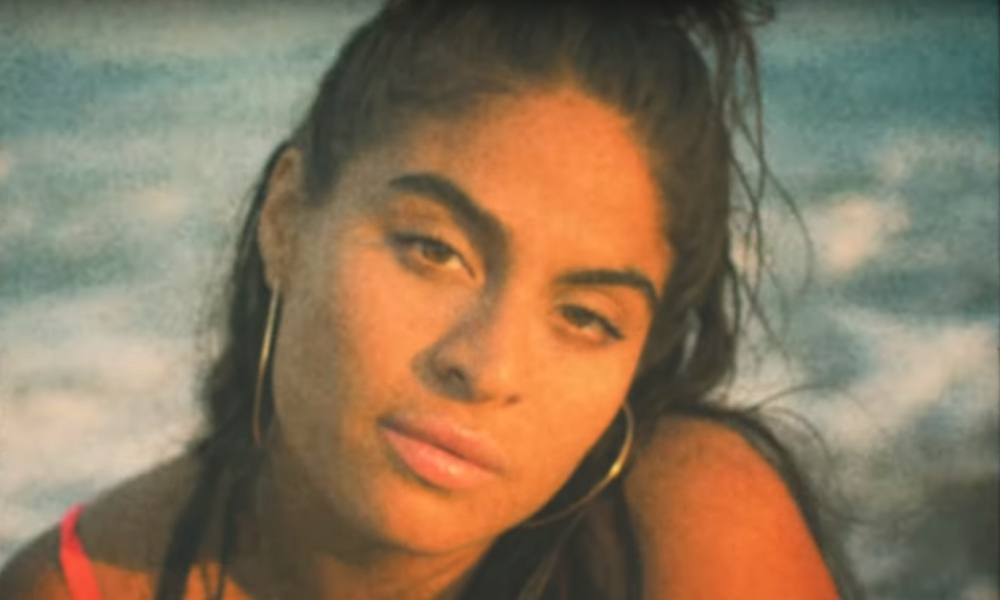 jessie-reyez-apple-juice-video