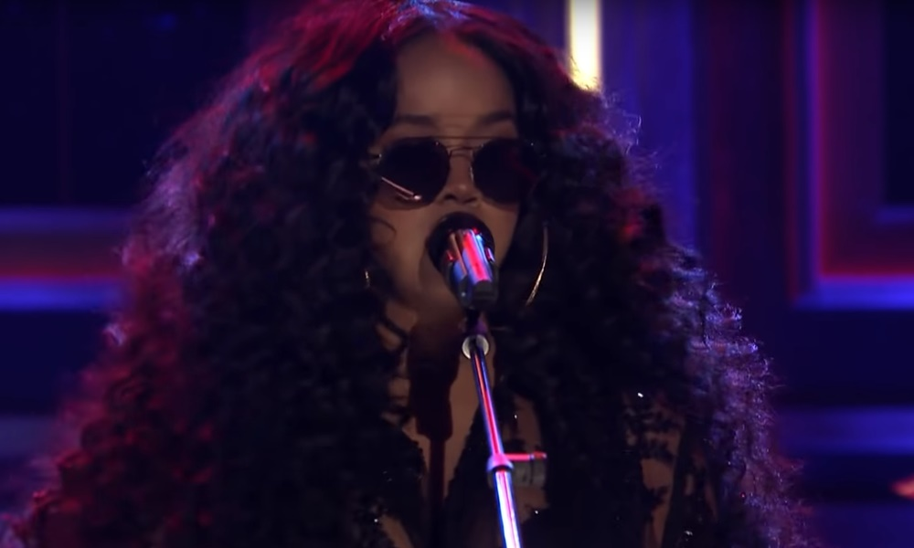 H.E.R. Performs Sultry Gem 'As I Am' on Tonight Show