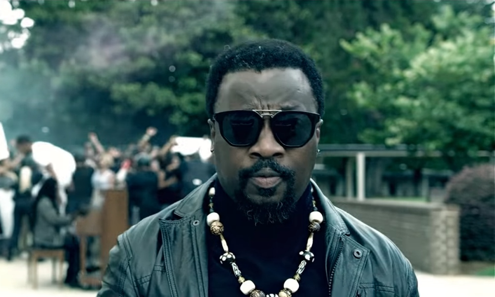"Anthony Hamilton Drops Politically-Charged Video, ""Love Conquers All"""